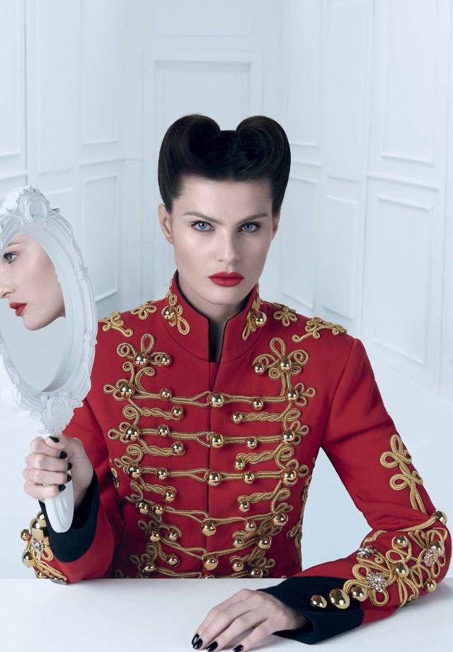 Isabeli Fontana veste Dolce & Gabbana (Foto: Zee Nunes)