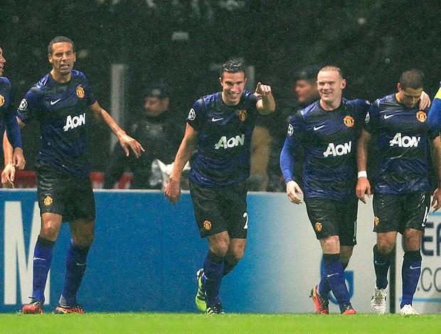 Robin van Persie comemora gol do Manchester United sobre o Braga (Foto: Reuters)