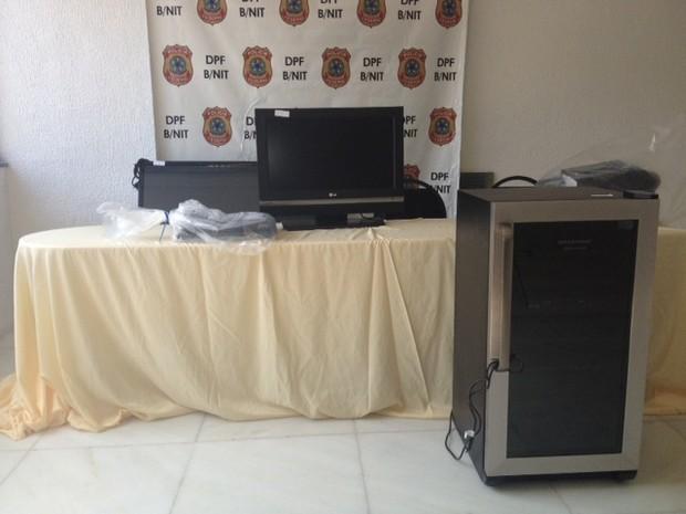 Produtos apreendidos pela Polícia Federal, em Niterói. (Foto: Mariucha Machado / G1)