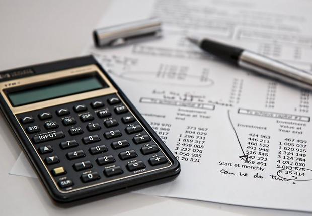calculadora, planejamento financeiro, caneta, financiamento, tabela, finanças (Foto: Pexels)