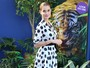 Look do dia: Alinne Moraes aposta em vestido branco de bolinhas pretas