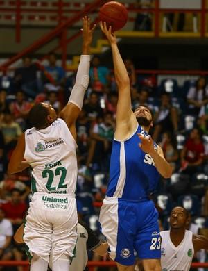 Basquete Cearense x Pinheiros (Foto: Luiz Pires/LNB)