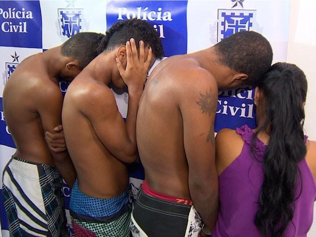 Mãe e três filhos são presos por tráfico de drogas em Salvador (Foto: Imagem/TV Bahia)