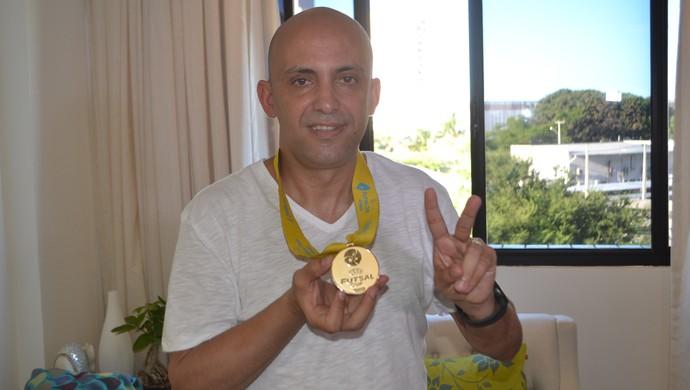 Cacau - medalha de ouro UEFA - futsal - RN (Foto: Jocaff Souza/GloboEsporte.com)