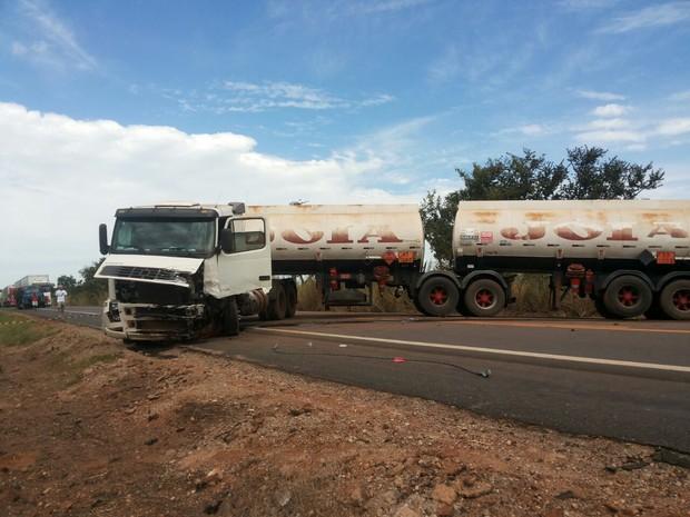 Acidente aconteceu entre Colinas do Tocantins e Nova Olinda (Foto: Bombeiros/ Divulgação)