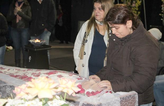 Velório Umberto Magnani - Filha do ator, Ana Julia Magnani. (Foto: Lucas Pereira/EGO)