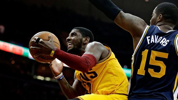 basquete NBA Kyrie Irving cavaliers Favors Jazz (Foto: Agência AP)
