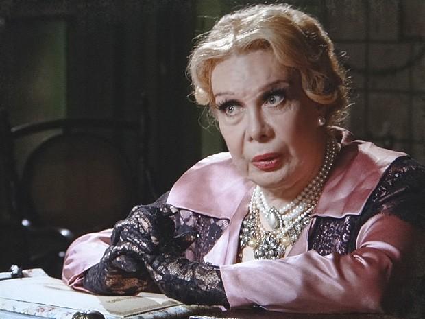 Alzira percebe que Isabel sabe bem mais do que aparenta (Foto: Lado a Lado / TV Globo)