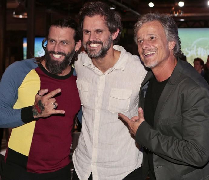 O diretor posa ao lado de Henri Castelli e Marcello Novaes (Foto: Felipe Monteiro/Gshow)