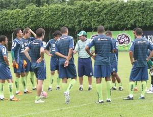 Enderson Moreira conversa com os jogadores do Goiás (Foto: Rosiron Rodrigues/Goiás E.C)