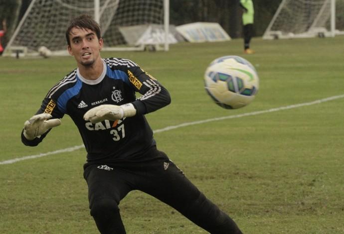 César, goleiro do Flamengo, em ação no treino (Foto: Gilvan de Souza / Flamengo)