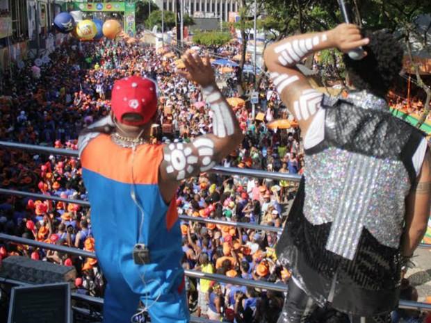 Timbalada arrasta multidão pelo circuito Osmar, no Campo Grande (Foto: Robson Oliveira/Ag Haack)