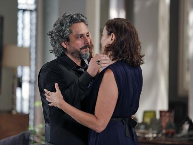 Zé e Marta trocam carinho (Foto: Felipe Monteiro/ Gshow)