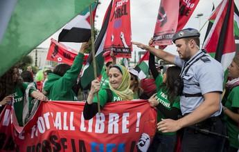 Imagens mostram tentativa de invasão de protestantes em congresso da Fifa