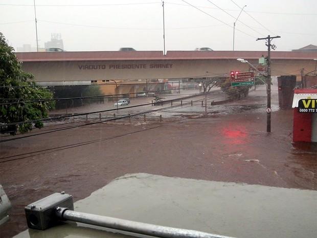 Temporal desta quinta-feira (22) alagou diversas regiões de Ribeirão Preto (Foto: Ana Lídia Ferri)