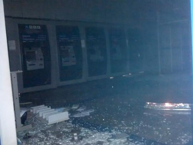 Criminosos explodiram agência bancária em Piedade (Foto: Arquivo pessoal / Cláudia Rodrigues)