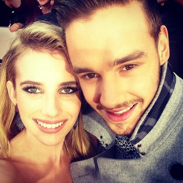 """A atriz Emma Roberts, sobrinha de Julia Roberts, fez esta """"selfie"""" com Liam Payne, da boy band britânica One Direction, no American Music Awards do ano passado. (Foto: Instagram)"""