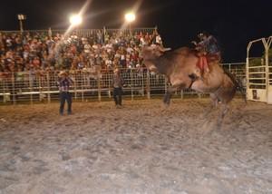 Rodeio da Expoacre Juruá 2013, em Cruzeiro do Sul (Foto: Genival Moura/G1)