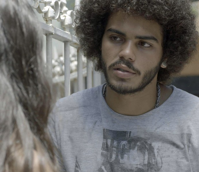 Pedro faz pergunta indiscreta para Luciana (Foto: TV Globo)