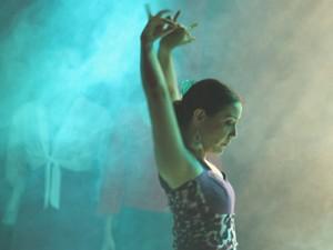 Dançarina de flamenco apresenta trecho do espetáculo (Foto: Divulgação)