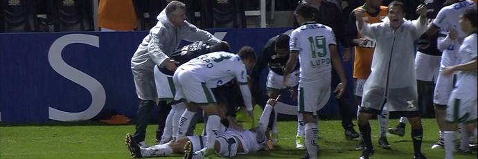 Renan Oliveira fez o gol da virada do Coelho e dedicou a Raphael Aguiar, que faleceu neste semana (Foto: Reprodução/Premiere)