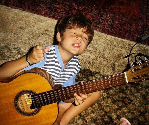 João Victor, quando começou a cantar, ainda criança (Foto: Reprodução/Instagram)