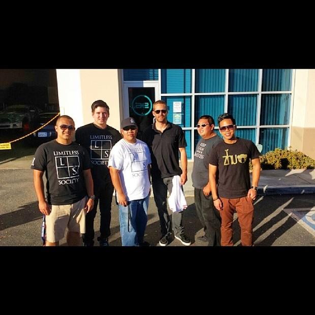 Paul Walker posa com fãs (Foto: Reprodução/Instagram)