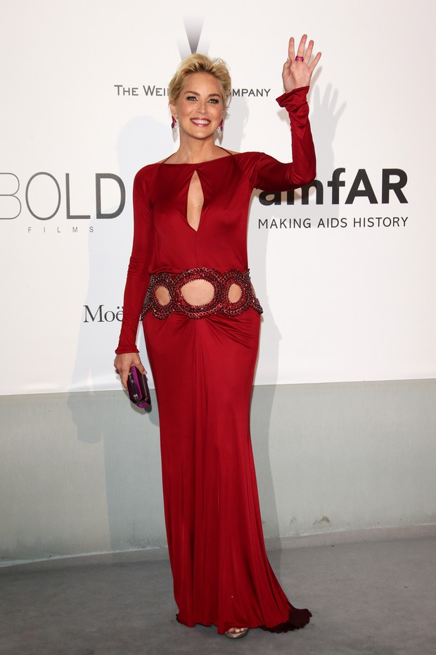 Sharon Stone no baile da amfAR em Cannes (Foto: Getty Images)