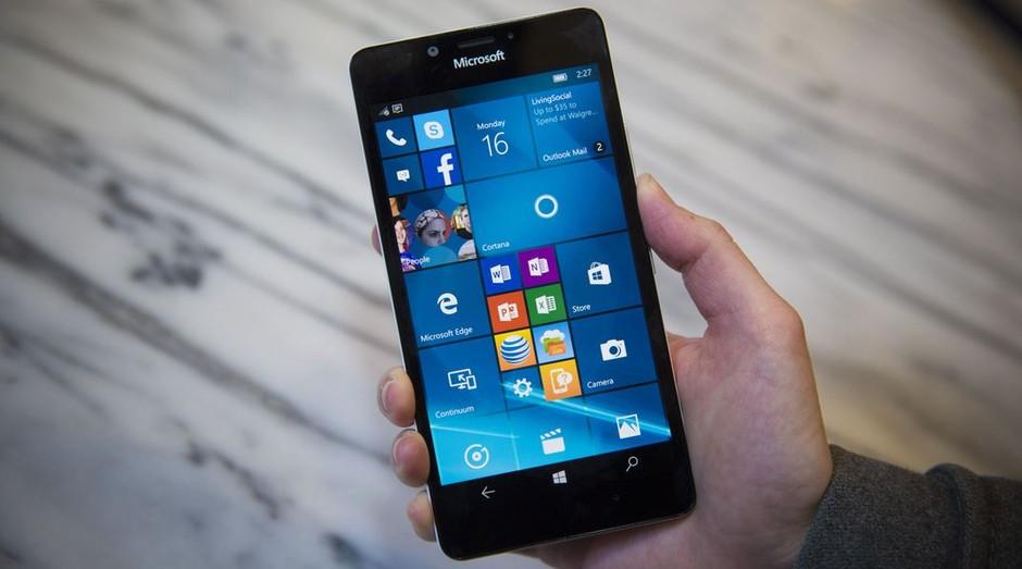 Celular da Microsoft com Windows Phone: sistema foi oficialmente aposentado (Foto: Divulgação)