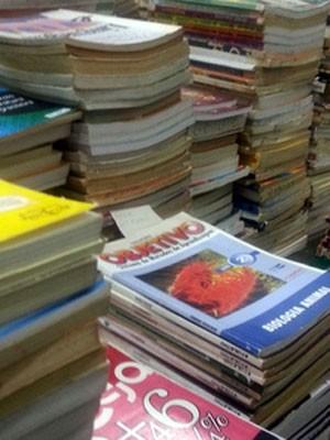 Parte do acervo das bibliotecas da Penitenciária do Distrito Federal I  (Foto: Raquel Morais/G1)