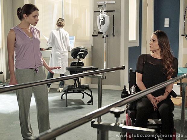 Leila não gosta de dividir a sala com Linda (Foto: Felipe Monteiro/TV Globo)