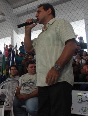 Danys Queiroz, presidente da Federação Piauienses de Judô, na abertura da Copa AJEF (Foto: Emanuele Madeira/GLOBOESPORTE.COM)