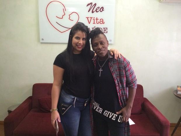 Neném e Thaís Baptista na clínica de fertilidade (Foto: Celso Tavares / EGO)