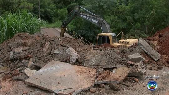 Após chuva, mais uma ponte é interditada em bairro de Tatuí