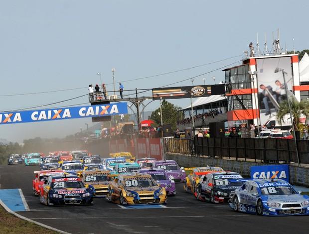 Largada da nona etapa da Stock Car 2012, em Tarumã (Foto: Fernanda Freixosa / Stock Car)