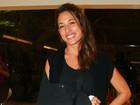 Giselle Itié vai a salão de beleza um mês após acidente na lua de mel