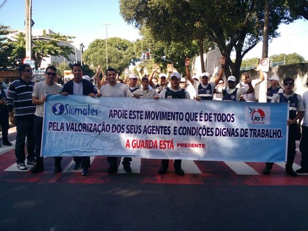 Com faixa, agentes pediram melhores condições de trabalho (Foto: Divulgação / Sigmates)