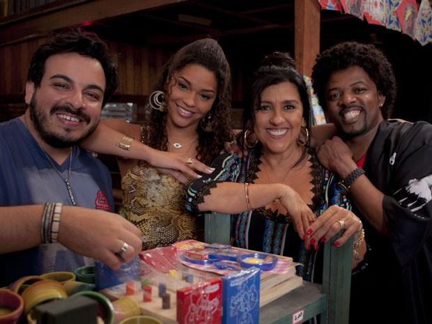 Luis Lobianco, Juliana Alves, Regina Casé e Xande de Pilares no set de 'Made in China' (Foto: Divulgação)