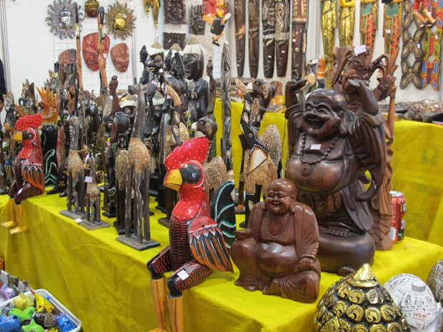 Peças de Bali de deuses da Indonésia são de madeira entalhada  (Foto: Mariane Rossi/G1)