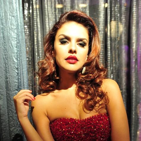 Paloma Bernardi é Rosângela em 'Salve Jorge' (Foto: TV Globo)
