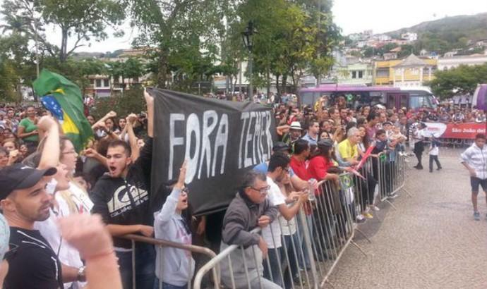 Protesto, São João del Rei, Tour da Tocha, chama Olímpica (Foto: Leandro Colares)