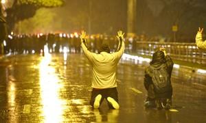 Porto Alegre: polícia usa bombas (Adriana Franciosi /Ag. RBS/Folhapress)