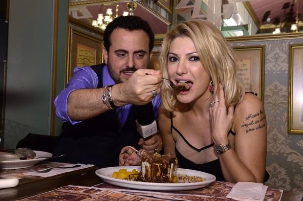 O chef Isaac Azar e Antônia Fontenelle (Foto: Roberto Teixeira/EGO)