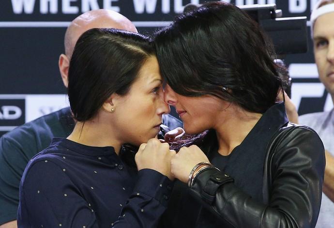 Joanna Jedrzejczyk Valerie Letourneau UFC 193 MMA (Foto: Getty Images)
