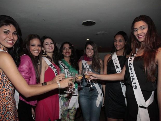 Candidatas ao Miss Universo em restaurante no Rio (Foto: Isac Luz/ EGO)