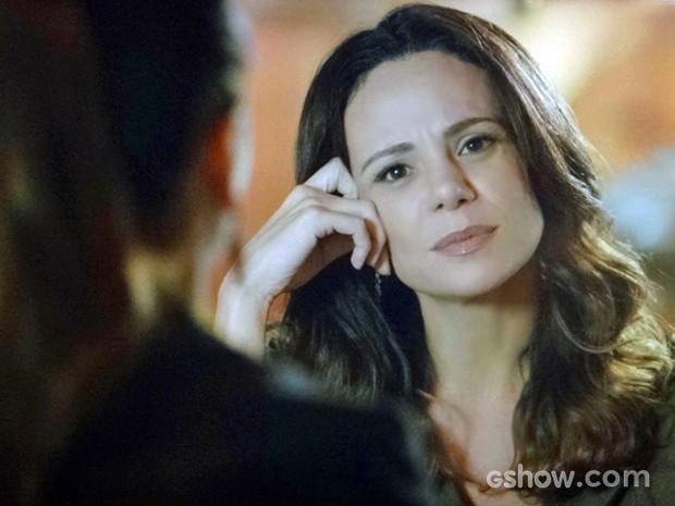 Juliana entende Clara e fala do assunto abertamente (Foto: Em Família/ TV Globo)