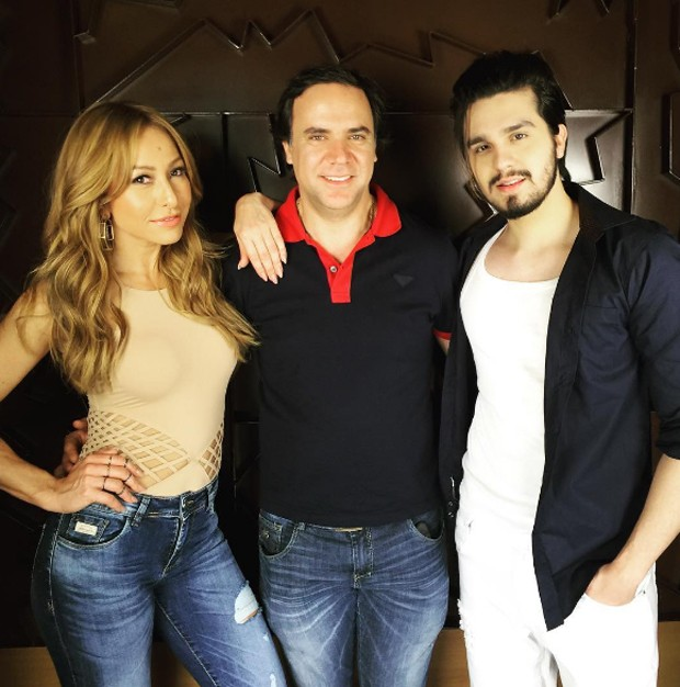 Sabrina Sato e Luan Santana com Miled, diretor da marca (Foto: Reprodução)