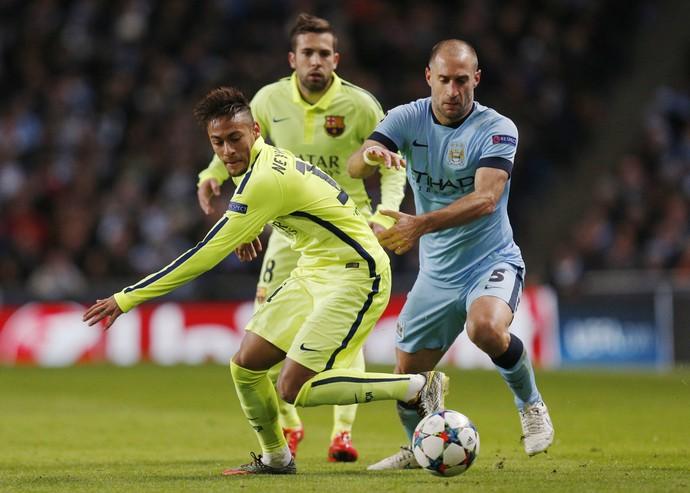 Neymar e Zabaleta City x Barcelona (Foto: Reuters)