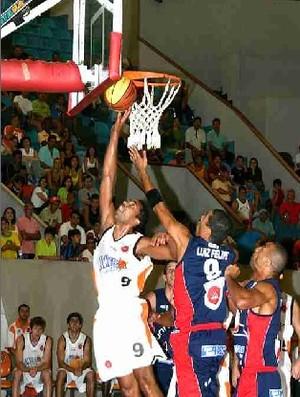 Goiânia x Brasília, basquete, em 2006 (Foto: Sebastião Nogueira/O Popular)
