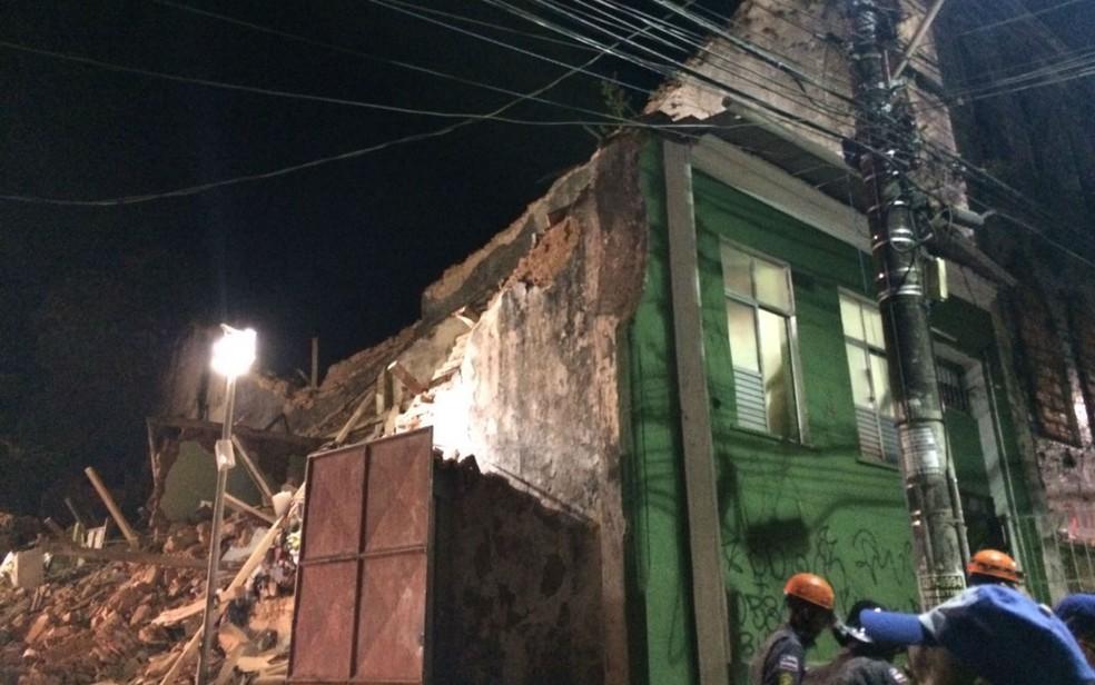 Casarão desabou na Ladeira da Soledade, no bairro da Liberdade, em Salvador (Foto: Ramon Ferraz/TV Bahia)